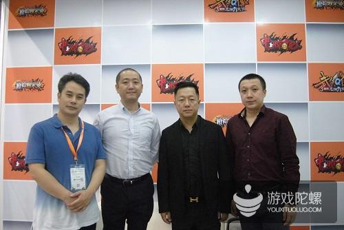从左至右:火谷网络CEO马金辉、柠萌影业执行副总裁周元、《中国惊奇先生》作者权迎升、腾讯动漫事业部总监罗浩