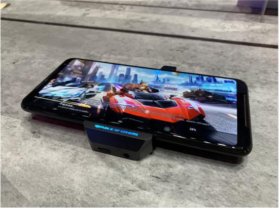 手机版NS?参与ROG游戏手机2深度定制,腾讯:软硬一体将成趋势