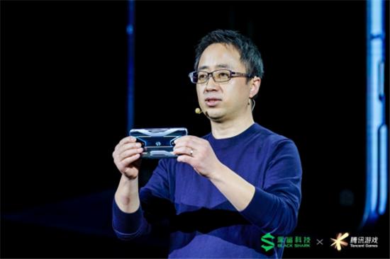 林更新开黑、王建国开箱,一文读懂全球首款游戏手机:腾讯黑鲨游戏手机3系发布会