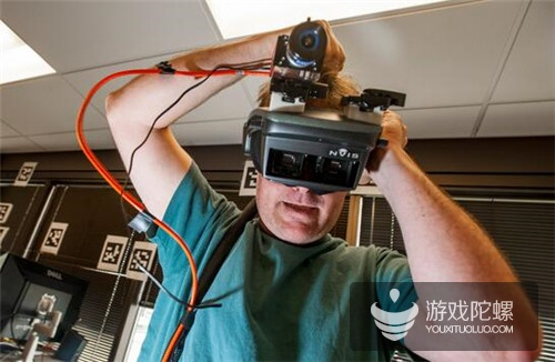 Valve 早期的 VR 原型机(图片来源:纽约时报)